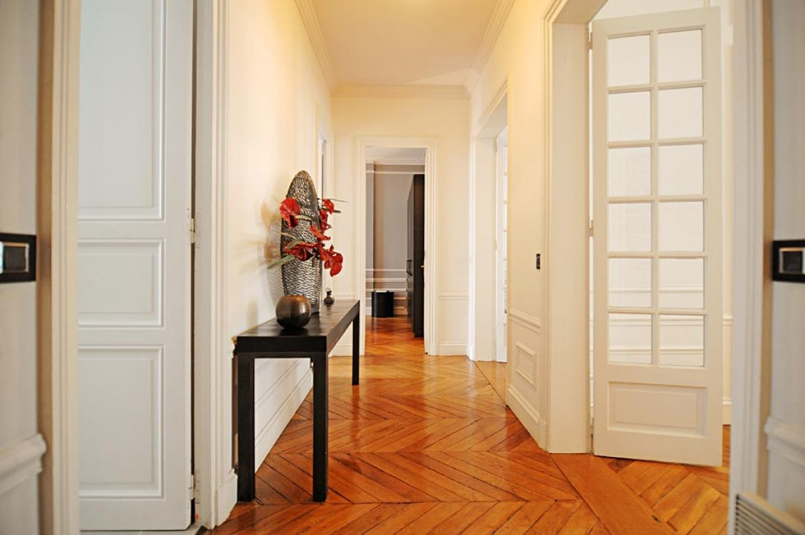 Beautiful rennovated 2 bedrooms/ 2 bathrooms apartment for sale in Paris 75008 near Madeleine