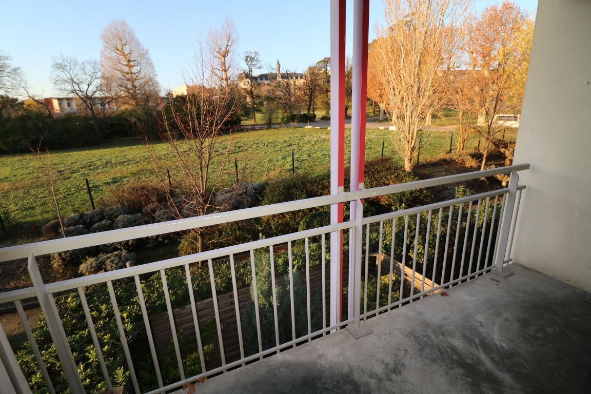 PARC ST MAUR / LA ROSE. T2 de 41m². Terrasse. Place de parking.