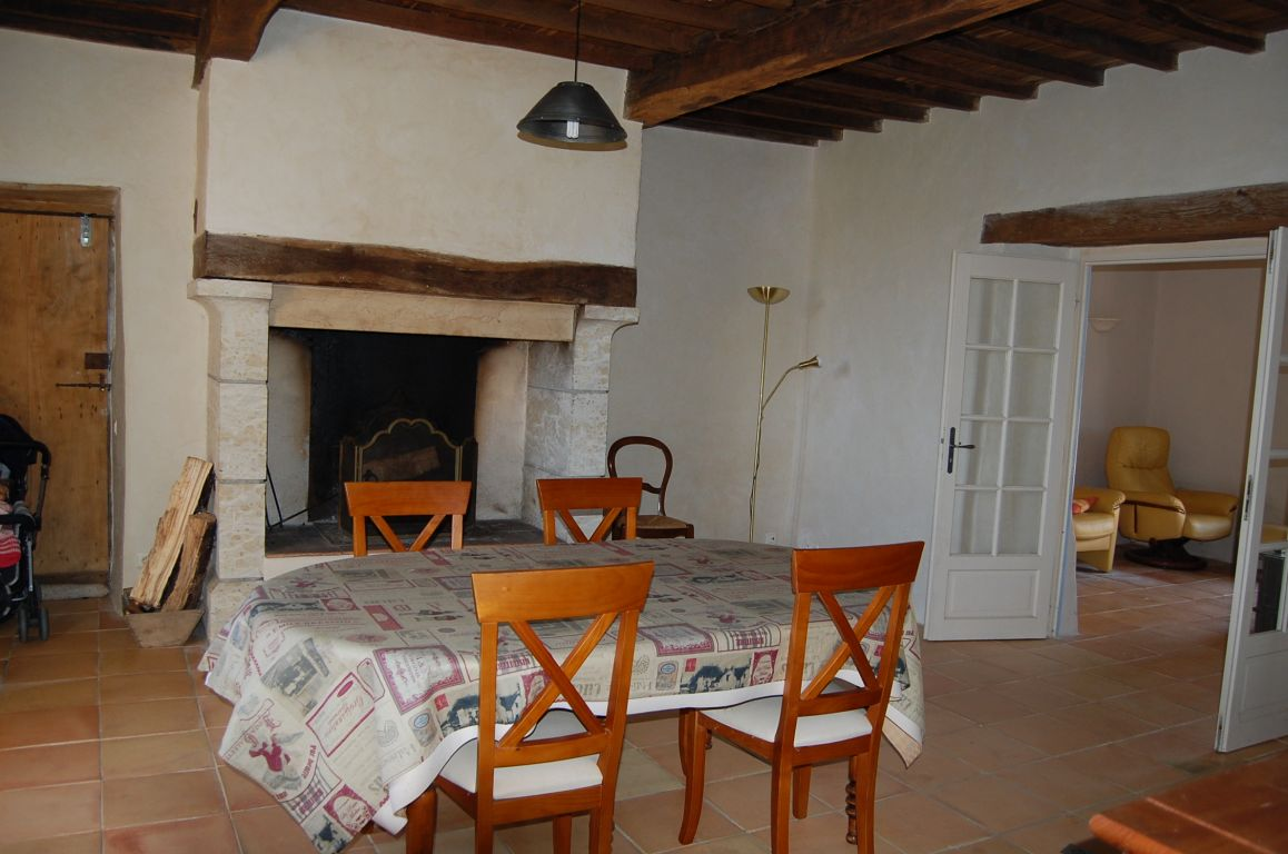 Renovated house with 275 m²  of habitable space with outbuildings, stables, land of 8 hectares 35 acres