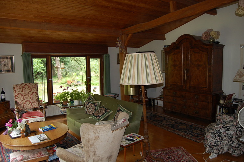 Superbly situated property on the edge of a large forest with lake,  property to refresh.