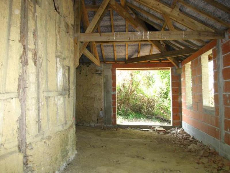 Country property to renovate, structurally sound with new roof, water and electricity