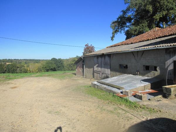 RURAL PROPERTY WITH OUTBUILDINGS AND 4500M2 OF LAND IN A QUIET LOCATION.
