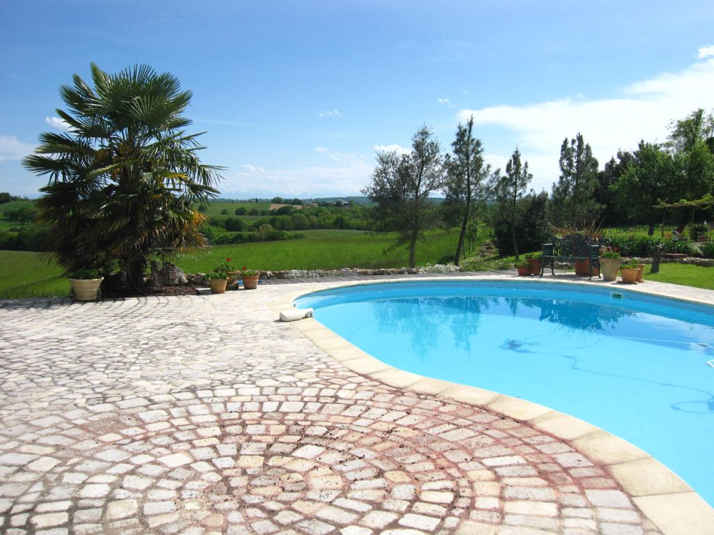 A beautifully renovated property with pool and several lovely terraces from which to enjoy the exceptional views of unspoilt rolling Gascony countryside and the Pyrénées