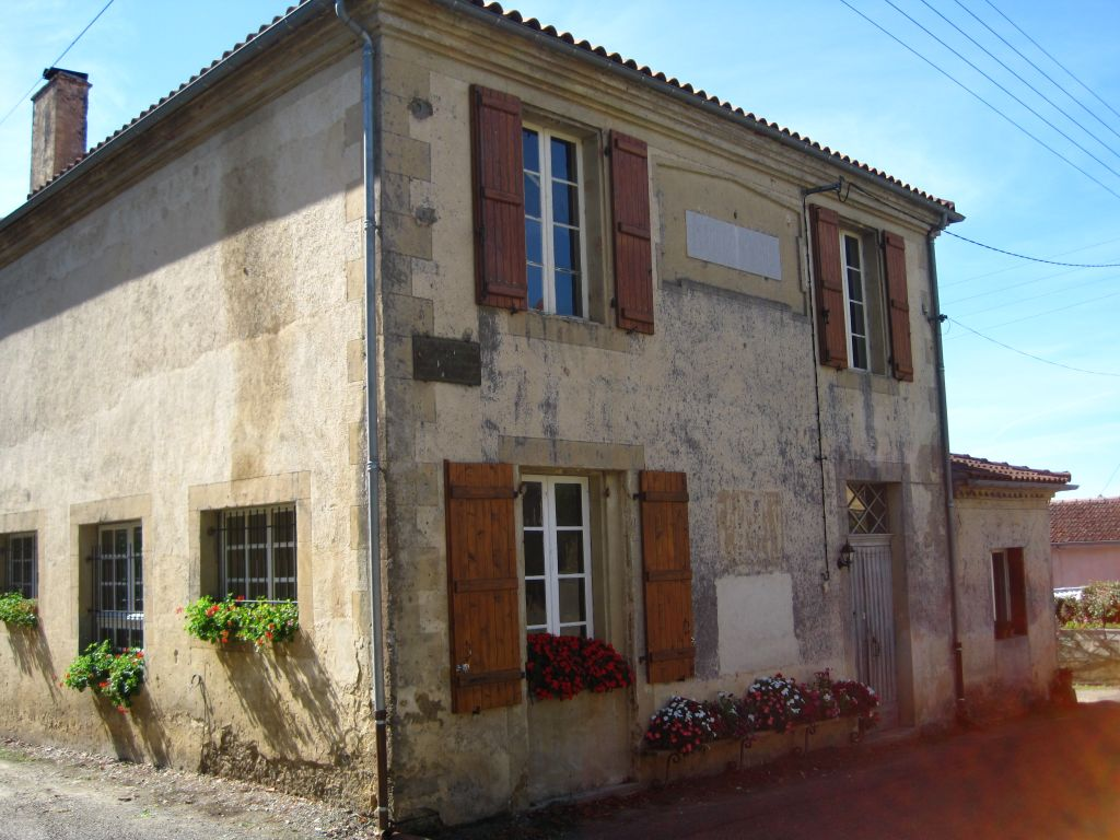 Spacious village house, previously a schoolhouse and mairie, sympathetically renovated retaining many original features. With lovely views which take in rolling countryside and the Pyrénéees.