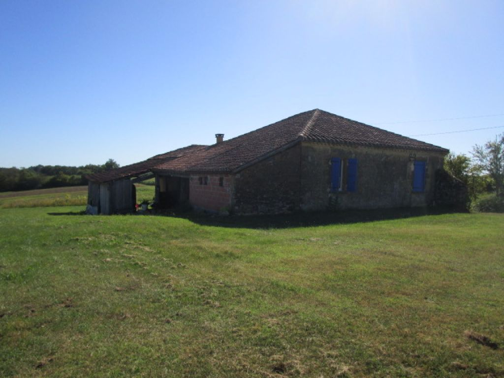 Beautifully renovated country cottage with outbuildings and 36094m2 of land including 1 hectare of vines, a pond and some woods.