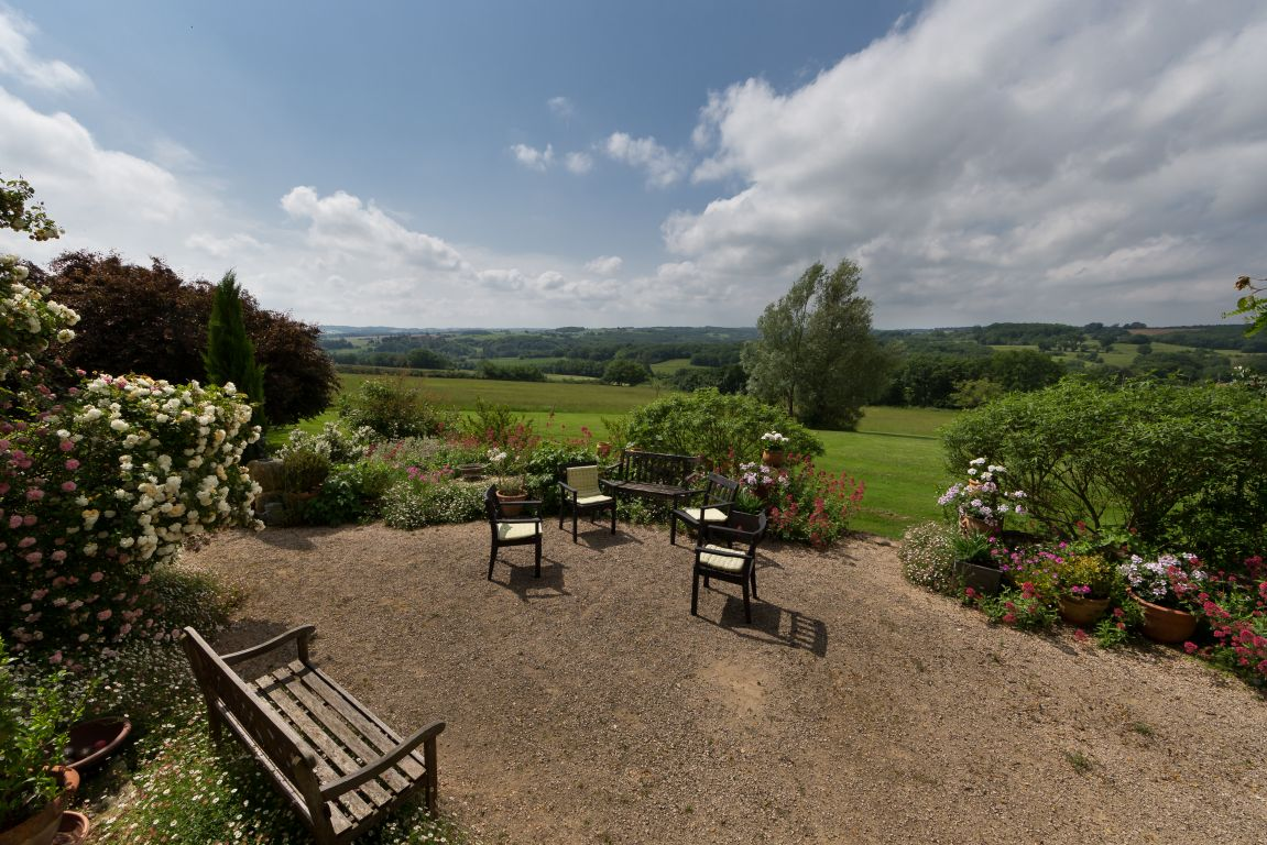 Beautiful authentic manor house dating from 1897 with around 300m2 of outbuildings (stone-built) and offering stunning views of the lovely Gascony countryside. With more than 27 acres of fenced meadows and 2 natural springs