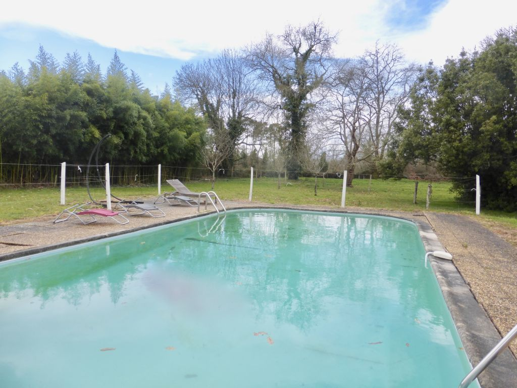 Character property in a calm setting with pool, 1.6 acres and facilities for horses.