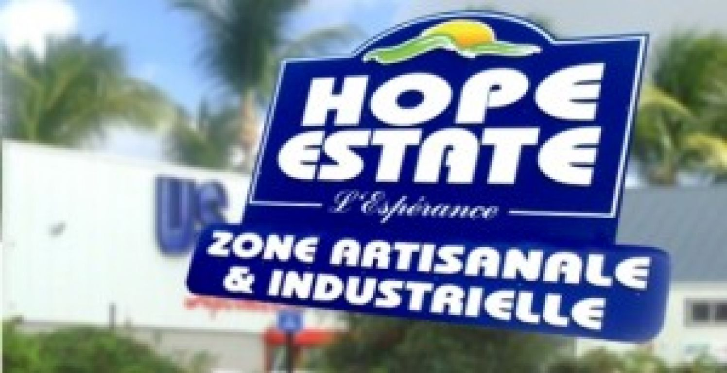 local commercial 500m² a Hope estate