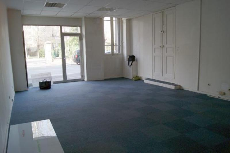 Location bureau local commercial commerce france 13300 for Le bureau salon de provence