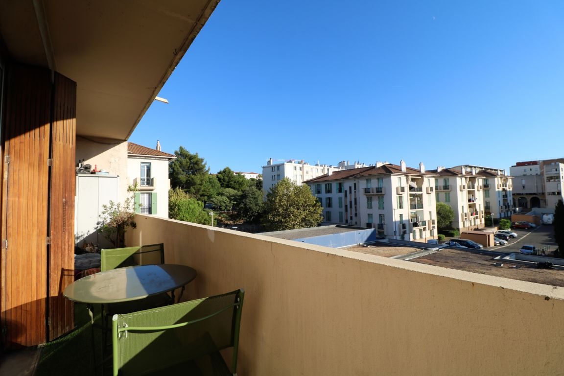 CHARTREUX. Beau T4 de 70 m². Balcon. Sud.Cave. Parking Collectif