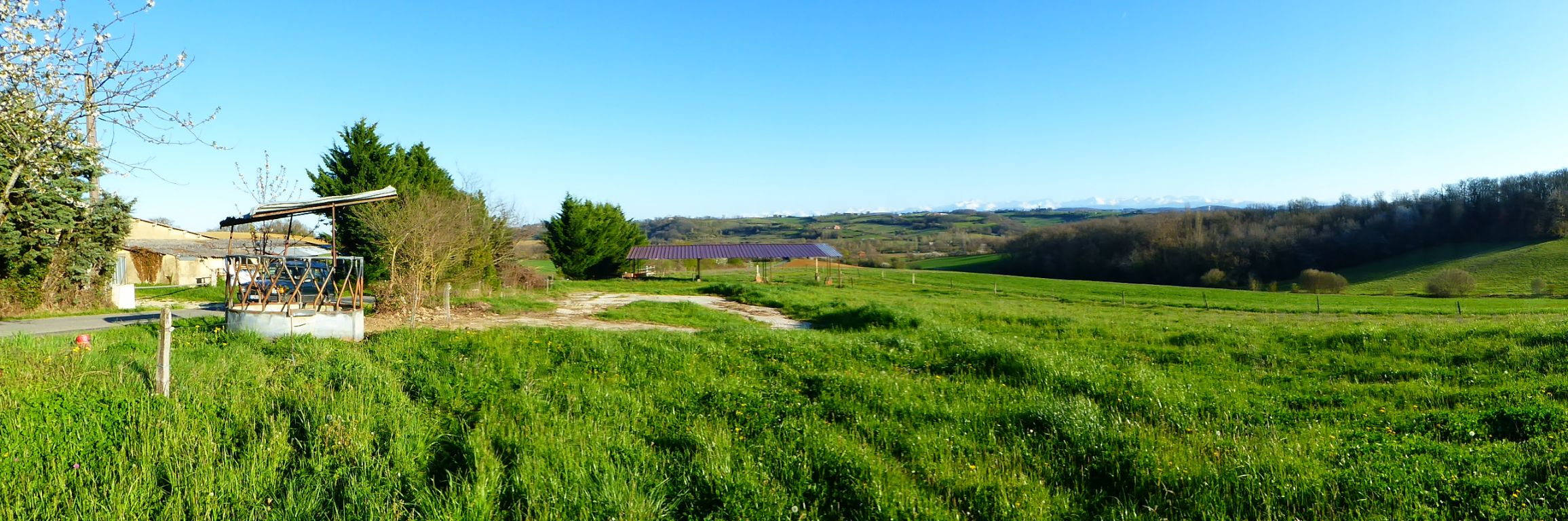 Building land with lovely Pyrenees views, potential for two houses.