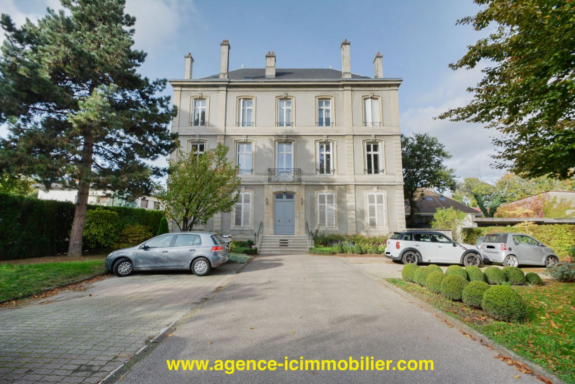 NANCY SECTEUR GARENNE BEL APPARTEMENT ANCIEN 7 PIECES 149 M2