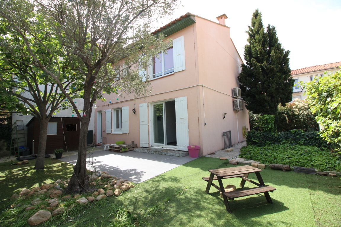 VILLA 3 FACES SUR TERRAIN PISCINABLE DE 273 M²