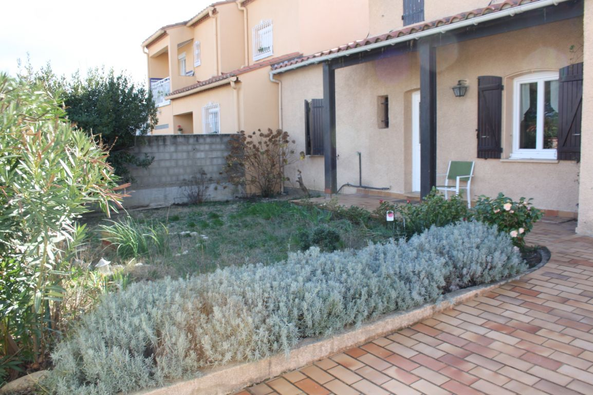 MONTESCOT- VILLA 3 FACES DE 104 M² SUR 470 M² DE TERRAIN ENV. PISCINABLE 4 CHAMBRES GARAGE.