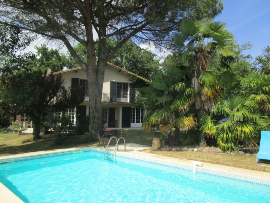 5 bedroom bright and spacious country property dating from the late 60's with pool and lovely views