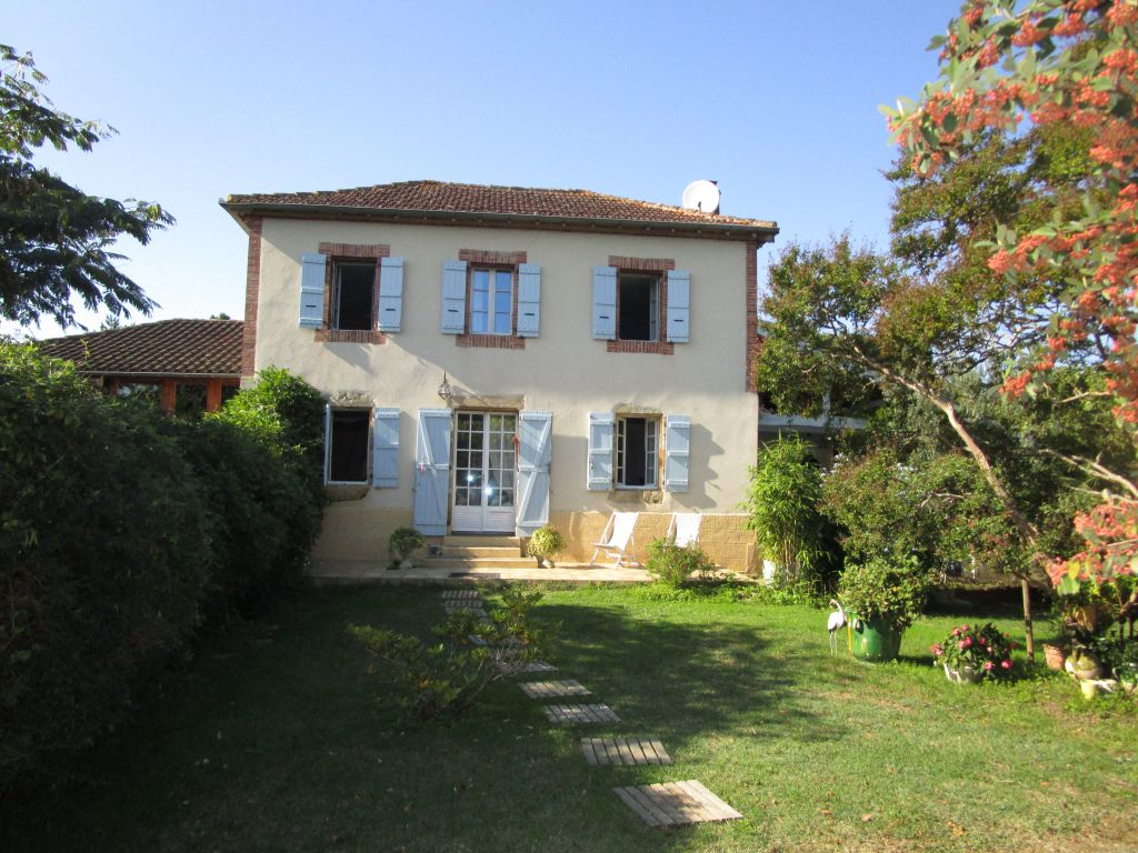 Elegant caracter property offering a gite, mature fenced gardens of 0.7 acres, just a short drive from all amenities.