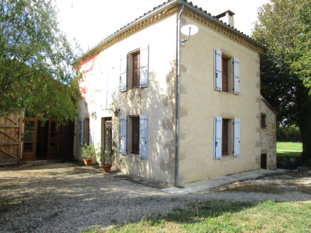Beautifully renovated stone-built property (approximately 170m2) with pool, set in 1 acre of land and surrounded by lovely Gascony countryside.