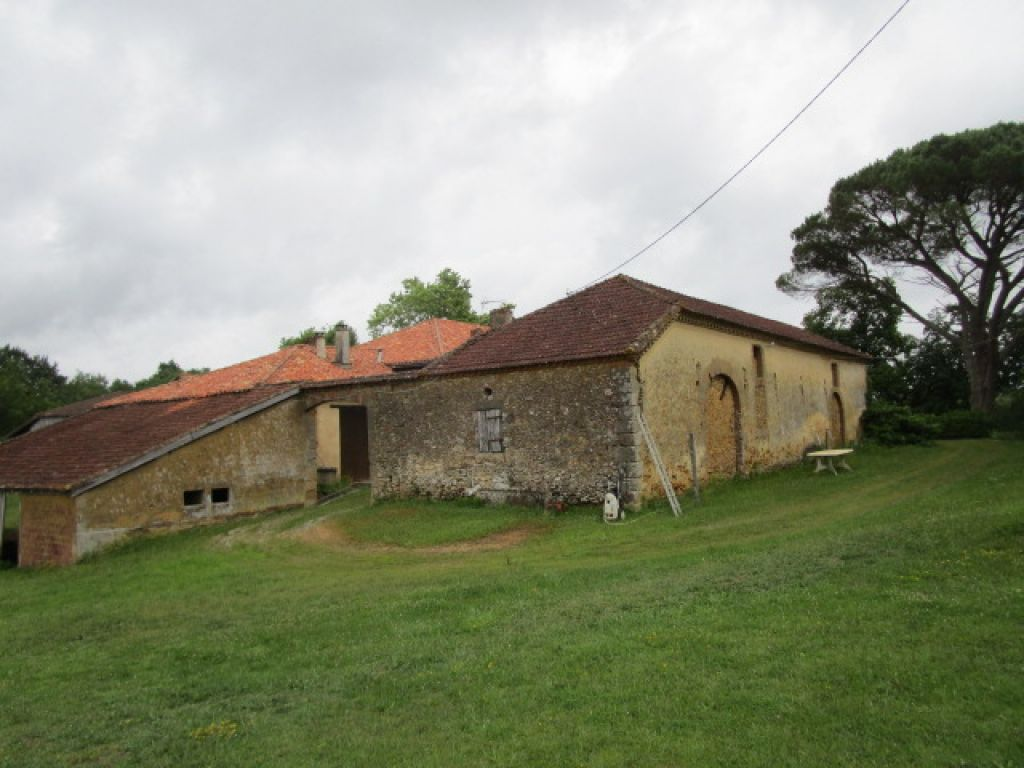 Charming and authentic farmhouse with 227m2 of living space with several stone outbuildings (approximately 500m2 in total). Surrounded by land of nearly 3 acres with a small lake, fruit trees and a vegetable plot.