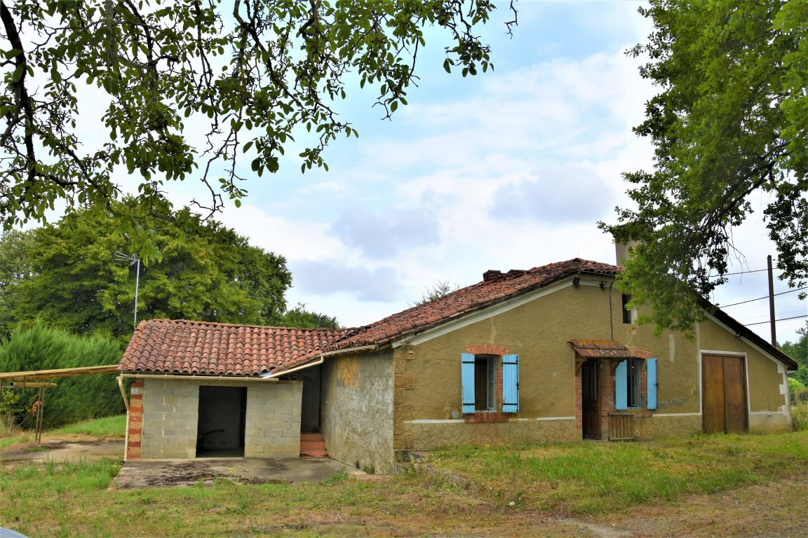 Bungalow in a rural environment with beautiful view of the Pyrénées